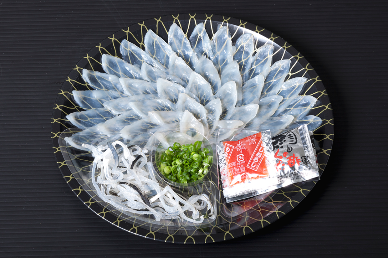 熊本県産とらふぐ刺身 25cm(丸皿)